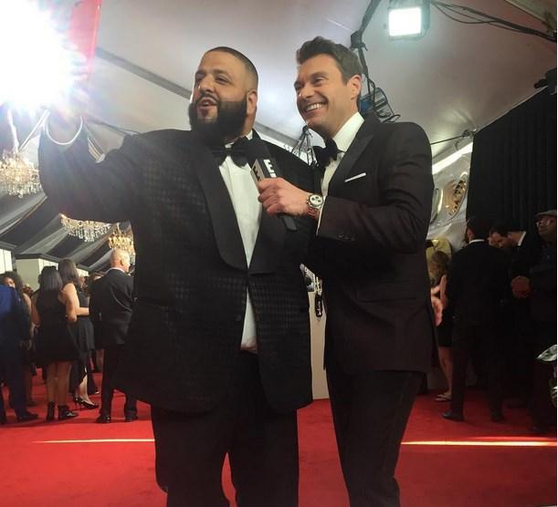 Ryan Seacrest DJ Khaled ile konuşurken çok heyecanlıydı.