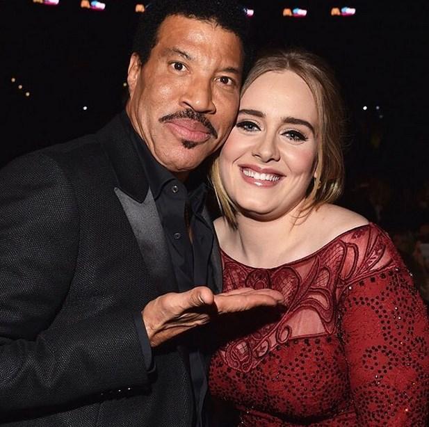 Vee son olarak Adele ve Lionel Richie, Dünyanın en mükemmel fotoğrafına merhaba deme fırsatı buldu..