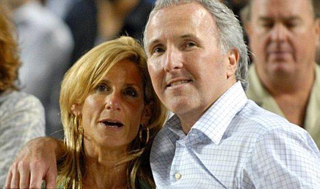 Frank McCourt ve Jamie – 130 Milyon $  İrlanda asıllı, ABD'li öğretmen, Pulitzer ödüllü yazar Frank, aylık 10 bin dolar kuaför masrafı olan (vallahi şaka değil) karısı Jamie'den 2004 yılında ayrıldı ve karısına 130 Milyon $ ödedi.