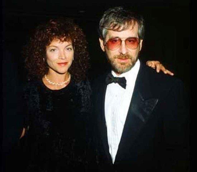 Steven Spielberg ve Amy Irving – 100 Milyon $  1976 yapımı Carrie filmiyle ünlenen Amy Irving 1985 yılında Spielberg ile evlendi. Kariyerinin en iyi zamanlarını geçiren Spielberg ise evliliğin kendi yaratıcılığını öldürdüğü gerekçesiyle Amy'den ayrılmaya karar verdi. Bu karar ona tam 100 milyon $'a mal oldu.