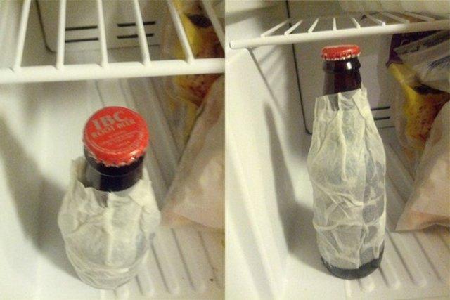 İçeceklerin 2 dakikada soğuması için ıslak peçeteye sarılması...