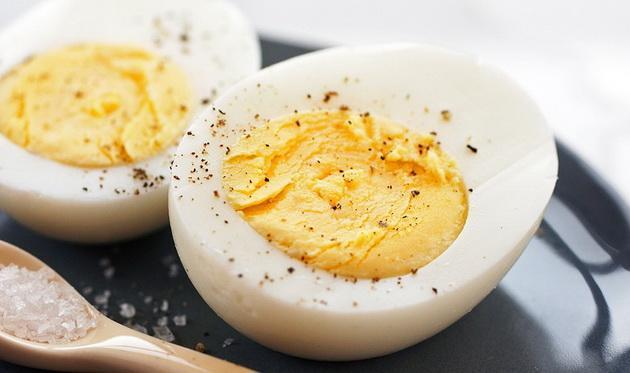 Uzun süre haşlanan yumurta uzun zamanda öğütüleceği için vücudun harcadığı enerji miktarı yumurtadan daha fazladır. Haşlanmış yumurta bu yüzden çok iyi bir diyet yemeğidir.