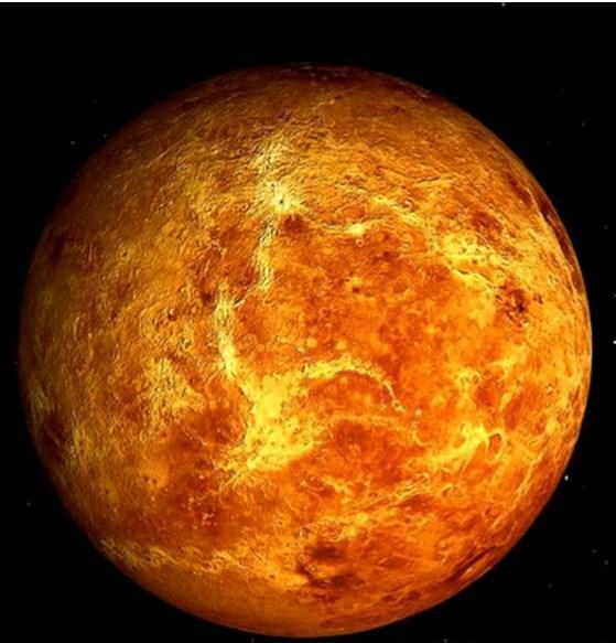 Venüs'te 1 gün, 1 yıldan daha uzundur. Venüs'ün kendi etrafında 1 tur dönmesi Dünya zaman ölçüsüyle tam 243 gün sürer.  Güneş etrafında 1 tur dönmesi ise 224.7 gün.