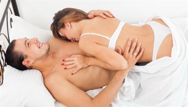 """Uzmanlar hala G noktasının varlığı konusunda bile kesin bir sonuca varamamışken, yapılan son araştırmalar orgazma ulaşmanın çok daha başka yolları olduğunu gösteriyor. Hepimizin bildiği G noktası ve klitoral orgazmın dışında, öpüşerek, göğüs uçlarının uyarılmasıyla hatta sadece düşünerek bile orgazm olmak mümkün. Özellikle de cinsel ilişki sırasında orgazma ulaşmakta zorlanıyorsanız, diğer orgazm çeşitleri size yardımcı olabilir.   İşte hiç bilinmeyen orgazm türleri!       <a href=  http://foto.mahmure.com/ask-iliskiler/iyi-bir-cinsel-yasam-icin-etkili-18-oneri_39571 style=""""color:red; font:bold 11pt arial; text-decoration:none;""""  target=""""_blank""""> İyi Bir Cinsel Yaşam İçin Etkili 18 Öneri         Kaynak fotoğraflar: Pexels, Google ücretsiz, İngimage"""