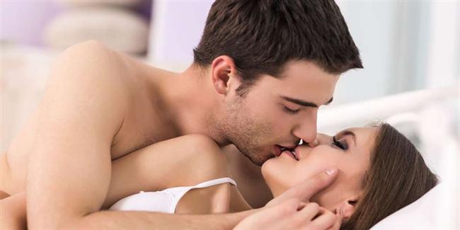Dudak orgazmı  Uzun süreli ve duygusal yoğunluğu olan bir öpüşmeyle de kadınların orgazma ulaşması mümkün. Çünkü birçok sinir ucunun toplandığı dudaklar, vulva, klitoris ve göğüs uçları kadar hassas. Bu hassasiyet sayesinde de birçok kadın öpüşme sırasında uyarılıyor hatta başka bir fiziksel etki olmadan da orgazma ulaşabiliyor. Ancak oldukça zorlu bir orgazm çeşidi olan dudak orgazmı için gerçekten odaklanmaya ve iyi öpüşen bir partnere ihtiyacınız var.