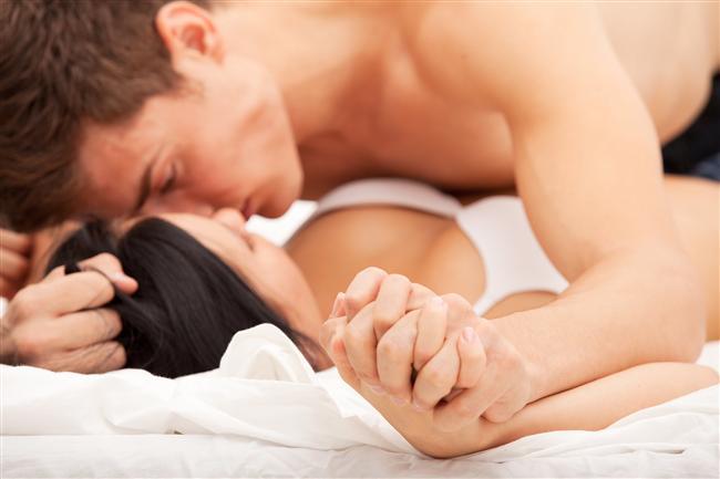 Servikal orgazm  Derin nokta orgazmı olarak da bilinen başka bir orgazm çeşidi de servikal (rahim boynu) bölgeye uygulanan baskıyla ortaya çıkıyor. Derin bir penatrasyon sonucu ulaşılabilen bu bölgeye tekrarlanan bir uyarıdan çok baskı uygulamak orgazma ulaşmayı kolaylaştırıyor. Ancak bazı kadınlarda bu bölge aşırı hassas olabildiği için, baskı uygulanması acıya da neden olabiliyor. Yapılan araştırmalarda bazı kadınlar bu yöntemle oldukça yoğun orgazm yaşadıklarını belirtirken, bazıları ise servikal bölgenin uyarılmasını anal sekse benzeterek acı verici olduğunu söylüyor.