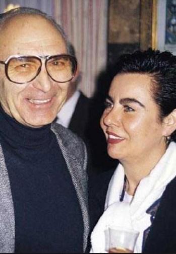 Çocuk yaşında girdiği sinemada zirveye çıkan, Türk sinemasının doruklarında kalan Fatma Girik, bugün 50'nin üzerinde. Memduh Ün ise 70'nin... Aralarındaki yaş farkı mutluluklarını hiç engellememiş, bilakis kamçılamış.