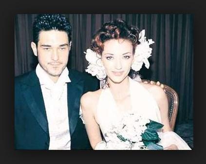 İkisi de Best Model`de birinci seçildi., Ama bu bile yakınlaşmalarını sağlamadı. Yarışma sonrasında defileden defileye karşılaşan Hakkı ve Şimşek arasında zamanla arkadaşlık başladı. 1998 yılında bir defile için gittikleri Moskova`da aralarında sıcaklık oluştu.
