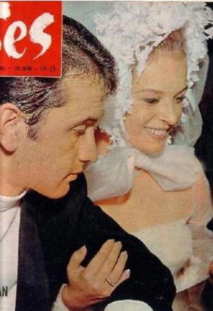 HÜLYA KOÇYİĞİT -SELİM SOYDAN  Yeşilçam'ın dört yapraklı yoncasından Hülya Koçyiğit ile eşi Selim Soydan 5 Temmuz 1968'den bu yana evliler. Yani tam 40 yıldır... Çift birbirlerini ilk kez Büyükada'da görüp aşık olmuş.