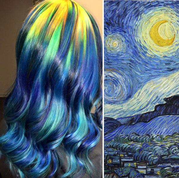 """Bu son yıllarda saçların çılgın renklere boyandığı moda dalgalarının ardı arkası kesilmiyor. Bunlara son ve daha """"rafine"""" bir ilave, saç stilisti Ursula Goff'tan geliyor. 5 yaşından beri sanatın içinde olduğunu söyleyen Ursula; Van Gogh, Monet, Warhol gibi dev sanatçıların ünlü tablolarındaki renkleri temel alarak müşterilerinin saçlarını boyuyor.  Buyrun Ursula'nın işlerine beraberce bakalım...  Yıldızlı Gece - Van Gogh"""