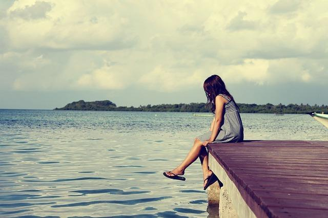 Kendinizle başbaşa kalabileceğiniz zamanlar yaratın   Günde en az yarım saati, sadece kendinizle geçirin. Kendiniz derken, bunun içinde telefonu kurcalamak ve sosyal medyada gezinmek yer almıyor. Sadece ve sadece kendiniz!