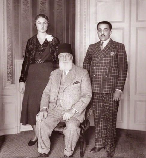 1924 - İstanbul'da Halife Abdülmecid Efendi, son selamlık törenine çıktı.