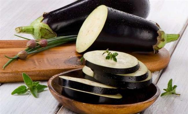 """Önemli: Patlıcan diyetini ciddi sağlık sorunları bulunanların uygulaması tavsiye edilmez. Diğer bireylerde doktora danışmadan herhangi bir diyet programını uygulamamalılar.  <a href=  http://yemek.mahmure.com/yemek-tarifleri/et-yemekleri/Firinda-Patlican-Kebabi_2530 style=""""color:red; font:bold 11pt arial; text-decoration:none;""""  target=""""_blank""""> Fırında Patlıcan Kebabı"""