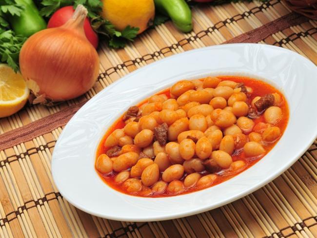 1. GÜN  Sabah : Çay veya kahve (şekersiz), 1 kibrit kutusu beyaz peynir (az yağlı), salatalık , domates, 1 ince dilim tam buğday ekmeği Kuşluk : 4 adet diyet bisküvi Öğle : 100 gr yağsız sığır eti (ızgara veya haşlama), 1 kase yoğurt (kaymaksız,200 g), salata (yağsız, bol limonlu), 2 ince dilim tam buğday ekmeği İkindi : 50 gr kuru üzüm Akşam : 8 yemek kaşığı kuru fasulye yemeği, 1 kase yoğurt (kaymaksız), soğanlı yeşil salata (yağsız, bol limonlu), 4 yemek kaşığı pirinç pilavı Gece : 3 porsiyon üzüm