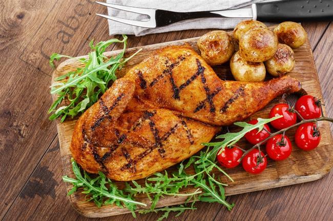 2. GÜN  Sabah : Çay veya kahve (şekersiz), 1 kibrit kutusu dil peyniri, salatalık , domates, 1 ince dilim tam buğday ekmeği Kuşluk : 50 gr. kuru erik Öğle : 1 kepçe arpa çorbası, 100 gr. tavuk (ızgara veya haşlama), 1 küçük kutu ayran, salata (yağsız, bol limonlu), 1 ince dilim tam buğday ekmeği İkindi : 4 adet grisini, 1 çay bardağı süt Akşam : 8 yemek kaşığı ıspanak yemeği, 1 kase yoğurt (kaymaksız), salata (yağsız, bol limonlu), 4 yemek kaşığı makarna Gece : 3 porsiyon elma