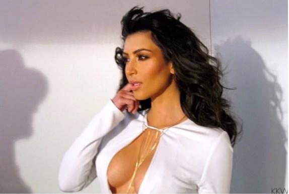 Kim Kardashian'ın Dekolte Sırrı Çözüldü! - 10