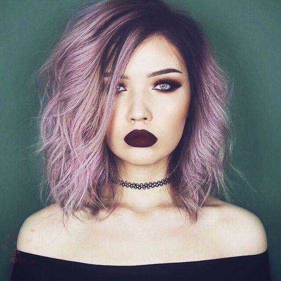 Aslan   Herkesin sevgilisi olarak, yaşamı dolu dizgin yaşıyorsunuz. Dişi aslanın asaletine sahip olmanıza rağmen yine de kibar bir saç modeli size uygun değil. Burçların kraliçesi olarak herkesin size hayranlık duyması şart. Bu yüzden, gösterişli saçlardan ve çarpıcı, cesaret isteyen son moda değişik renklerden korkmayın.