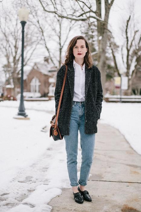 Moda ve trendler zamanın akış hızıyla gardıroplarımıza dalıyor. Öne çıkanlar listesi her sezon yenileniyor. Şimdi artık tüm dar pantolonlarınızı karanlığa gömmenin, bol ve salaş denimlere şans vermenin devri resmen başlamıştır! Her zaman her şey moda olmuyor. Her şeyin bir dönem süksesi ve albenisi artıyor, bir zaman sonra tüm o alacası sönüveriyor.   Mahmure.com Bloggerı İrem Şen  modaviki.com/ twitter.com/ModaViki  facebook.com/modaviki