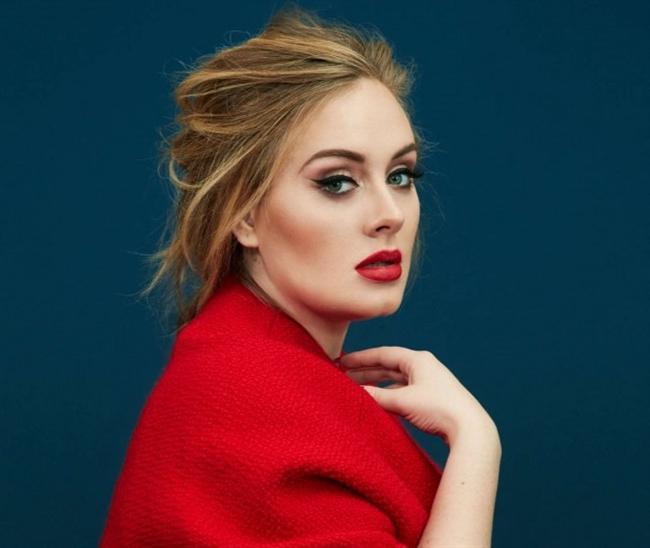 """Adele, Dört yaşındayken şarkı söylemeye başladı ve seslerle saplantılı hâle geldiği iddia edilmektedir. Adele, müziğe sevgi ve tutku ile bağlanması konusunda Spice Girls'ün büyük bir etkisinin olduğunu açıklamıştır ve """"Beni, bugün olduğum şey yaptılar."""" diye belirtti. Adele, ayrıca Spice Girls'ü genç bir kızken akşam partilerinde taklit etti. Şarkıcı Gabrielle gibi görünebilmek için annesi, pullarla bir göz maskesi yaptı ki Adele, bunun utandırıcı olduğunu dile getirdi."""