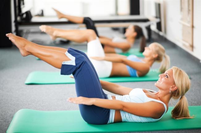 """Pilates eğitmeni Fatmanur Bilgin, pilates yapmak için az bilinen nedenleri aktardı;  Unutmayın! Pilates tüm vücudu eşit şekilde geliştirir. Düzenli gelişen kaslar yapılan her harekette forma girer. Pilates egzersizleri vücuttaki asimetrileri düzeltir.  <a href=  http://saglik.mahmure.com/diyet-fitness/Pilates-Ve-Beslenme_1100539 style=""""color:red; font:bold 11pt arial; text-decoration:none;""""  target=""""_blank"""">Plates Yaparken Nasıl Beslenmeniz Gerektiğini Biliyor musunuz?"""