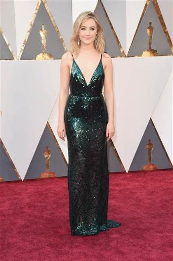 88. Oscar Töreni Kırmızı Halı Kıyafetleri - 20