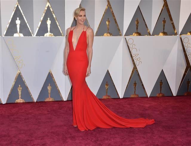 88. Oscar Töreni Kırmızı Halı Kıyafetleri - 2