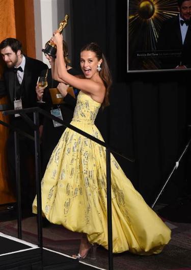 88. Oscar Töreni Kırmızı Halı Kıyafetleri - 19