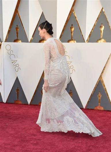 88. Oscar Töreni Kırmızı Halı Kıyafetleri - 23