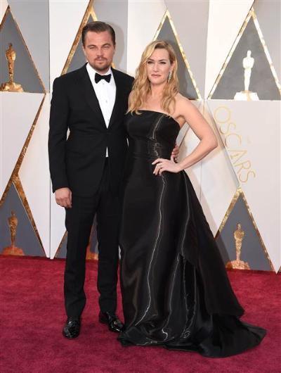 88. Oscar Töreni Kırmızı Halı Kıyafetleri - 6