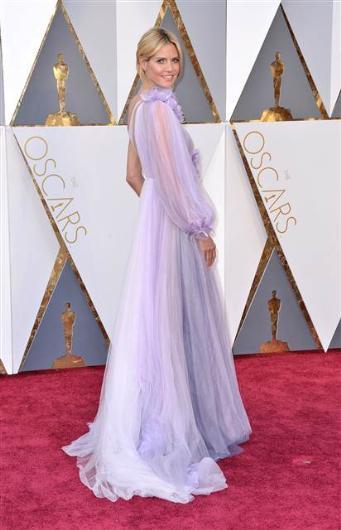 Heidi Klum'un kıyafeti bazı moda eleştirmenleri tarafından hiç beğenilmedi.