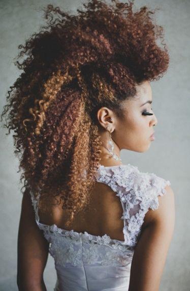 Kıvırcık Saçlılar İçin Düğün Saçı Modelleri - 26