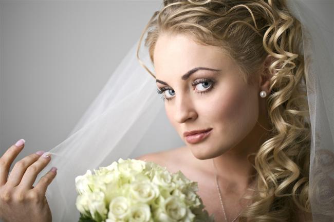 Kıvırcık Saçlılar İçin Düğün Saçı Modelleri - 20