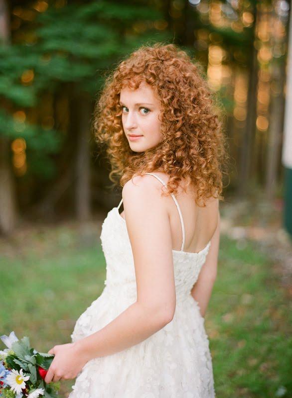 Kıvırcık Saçlılar İçin Düğün Saçı Modelleri - 14