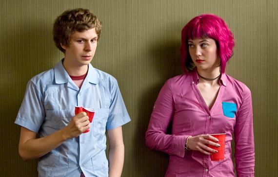 Scott Pilgrim Dünyaya Karşı / Scott Pilgrim vs. the World (2010)  22 yaşına kadar kızlarla şansı yaver gitmemiş Scott Pilgrim, günlerini bas gitarı ve garaj grubu Sex Bob-omb'la birlikte geçirmektedir; ta ki hayallerinin kızı Ramona V. Flowers ile karşılaşıncaya kadar. Scott, Ramona'nın kazanmanın yollarını araştırırken, kızın süper güçlere sahip yedi eski sevgilisini alt etmek zorunda kalacaktır.