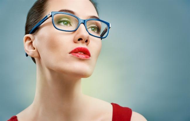Koruyucu gözlüğü unutmayın  Göz yaralanmalarının yarıya yakını iş değil, ev kazalarından kaynaklanıyor. Bu nedenle evde tamirat yaparken, temizlik maddelerini kullanırken, özellikle topla oynanan sporlar sırasında mutlaka koruyucu gözlük takın. Aklınızda bulunsun, polikarbonat plastikten yapılan gözlükler diğer materyallere göre 10 kat daha güçlü oluyorlar.