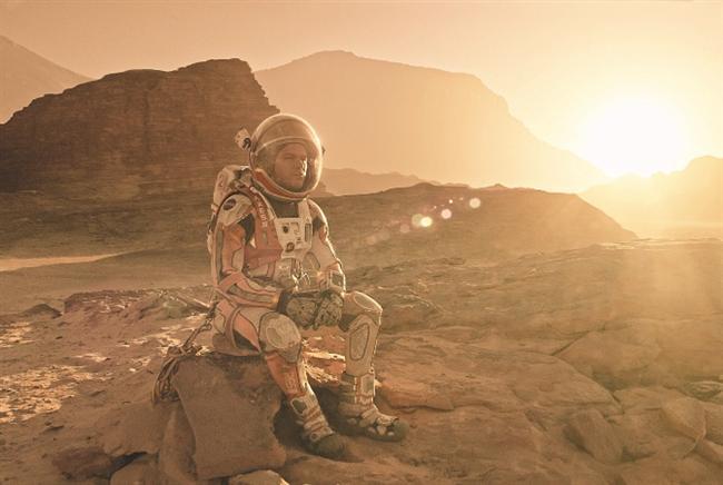 2016 EN İYİ FİLM OSCAR ADAYLARI NE KADAR GİŞE ELDE ETTİ?  Birbirinden önemli filmlerin Oscar adaylığı kazandığı 88. Akademi Ödülleri'nde filmler aynı zamanda gişede de birbirleriyle yarıştılar. George Miller'ın yönettiği Mad Max: Fury Road kazandığı 6 Oscar Ödülü'yle gecenin ses getiren filmlerinden oldu. 150 milyon dolarlık bütçesiyle 337.636.354$ hasılat elde eden film üçüncü sırada yer aldı. Leonardo DiCaprio ve Tom Hardy'nin başrol oynadığı The Revenant ikinci, zirvede ise Matt Damon'ın yer aldığı The Martian (Marslı) yer aldı.