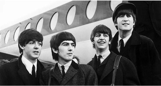 The Beatles - Filipinler  The Beatles üyelerinin Filipinler'den yasaklanması ise ülkeye konser için gittikleri sırada sergiledikleri tutum yüzünden. Ülke başkanı ve karısı, verdikleri kahvaltı resepsiyonunda performans sergilemeleri için The Beatles üyelerini davet ettiler. Grup üyeleri ise bu tarz istekleri kim olursa olsun kabul etmedikleri için daveti kibarca reddettiler. Bir anda ülke gündemi olan olay sonrası halk ayaklandı ve grup üyelerinin bu olaylar sonrası bir daha ülkeye girişleri yasaklandı.