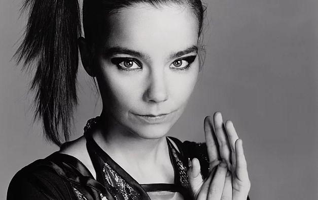 Björk - Çin  Björk de Tibet'e verdiği destek yüzünden Çin'e girişi yasaklanan ünlülerden.