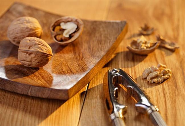 Günde 42 gram ceviz tüketmenin, kalp-damar hastalıklarının iki risk faktörü olan non-hdl kolesterolü ve apolipoprotein-b'yi anlamlı düzeyde azalttığı tespit edilmiştir. (Wu, 2013)