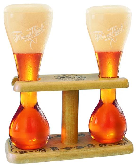 Kwak ( Belçika )  Özel bardağı ile biranın önüne geçtiği ender tasarımlardan olan Kwak, koyu renkli, hafif şekerli, bol köpüklüdür.