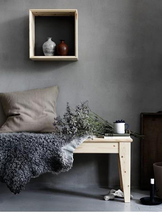 Evinizde bir Nordik esintisi  İskandinav havasını evinizde yakalamanın en güzel yolları, ahşap, kürk gibi materyallerin en yalın halleriyle yalın renkleri birleştirmek.