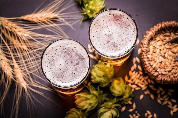 Buğdayların nemlenmesiyle bira ortaya çıkmış   Tarihin en eski içkisi olarak bilinen bira, milattan önce 10.000 yılında buğdayların saklanma koşullarında gerçekleşen bir aksaklıkla ortaya çıkmış. Islanan buğdaylar fermente olmuş ve garip tatlı bir içeceğin ortaya çıkmasını sağlamış. Tabii ki fermente olmuş buğdayı içilebilir kıvama getirmek Mezopotamyalıların eline kalmış.