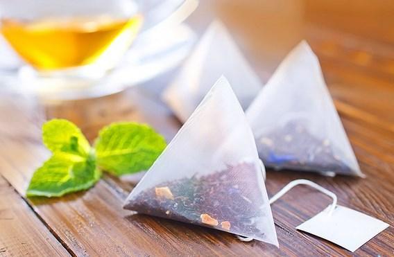 Sallama çay, çayın kokusunu saklamak için düşünülmüş   Aslında çay poşetleri 600'lü yıllarda Çin'de çayın kokusunu saklamak için küçük paketlere konulması ile bulunmuş. Bir diğer rivayet ise çay örnekleri dünyaya gönderilmeye hazırlanırken küçük paketler halinde hazırlanması ile ortaya çıkmış. Demleme gibi olmasa da seni de severiz sallama çay.