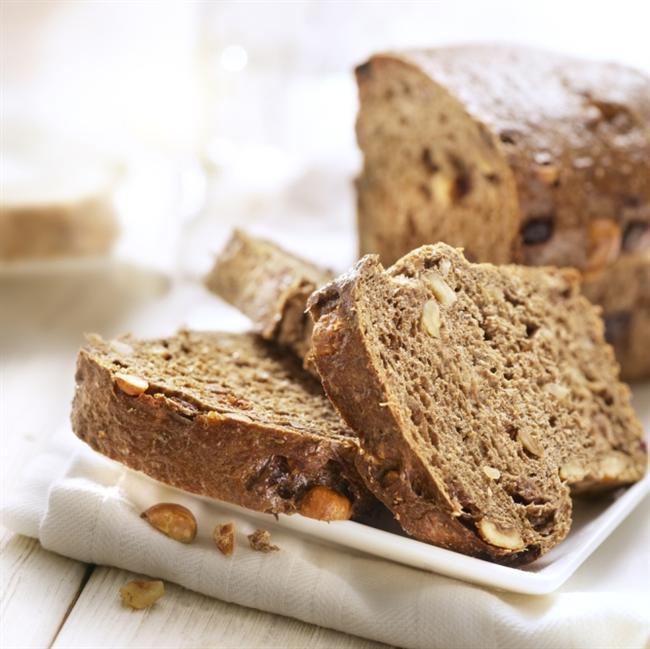 Tuzsuz ekmek tercih edin  Ülkemizde tüketilen ekmeklerin tuz oranı düşürülmüş olmasına rağmen, ekmek tüketimi sık olduğu için alınan tuz miktarı fazla oluyor. Bu yüzden tuzsuz ekmekleri tercih edebilirsiniz veya evde kendi tuzsuz ekmeğinizi yapabilirsiniz.