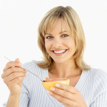 -Greyfurt, lahana çorbası, kereviz gibi bazı besinler vücuttaki yağı yakıp zayıflamaya yol açar mı?  'Bir besinin sindirim sırasında az miktarda enerjiye gereksinimi vardır fakat hiçbir besinin kalori eritme, yağ yakma gibi bir özelliği yoktur.'