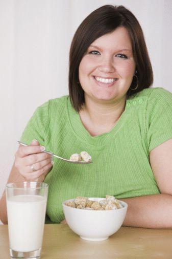 -Çok az yiyorum ama su içsem yarıyor! Neden bazı insanlar çok fazla yemek yedikleri halde şişmanlamazlar?  'Şişmanlığın oluşmasında pek çok etken vardır. Genetik faktörler, metebolizmanın hızlı veya yavaş olması, beslenme alışkanlıkları, egzersiz alışkanlıkları vb. Tüm bu faktörler, bireylerin kilo durumlarını etkiler. Obezitenin nedenini öğrenmek için önce hekime başvurulmalıdır...'