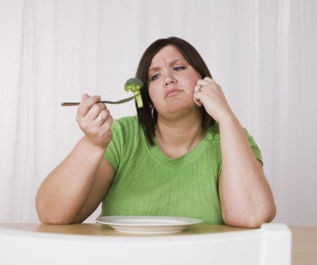 -Zayıflama diyeti yaparken fast-food restoranlardan uzak durmalı mıyım?  'Zayıflama diyeti yaparken fast-food restorana gidebilirsiniz ama yüksek kalori içeren menüleri seçmemek koşulu ile…'