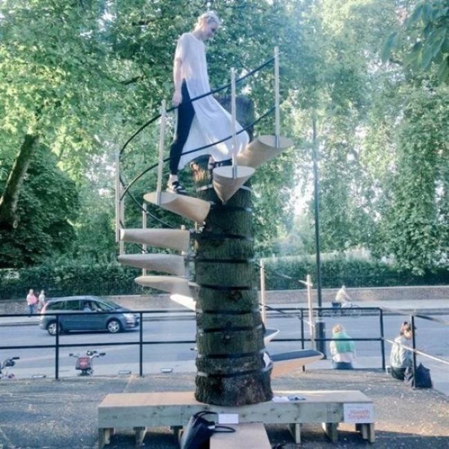 Portatif ağaç merdiveni   Ağaca tırmanmak elbette tehlikelidir ama çok da zevklidir. Tehlikeyi bertaraf eden icadımız CanopyStair isimli oluşum tarafından üretildi. Ağaca zarar vermeden, kolayca monte ediliyor.