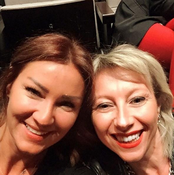 Pınar Altuğ Atacan  3 gun onceden bir fotograf☺️ Kiz kiza konsere gidip eglenmek paha bicilemez 😻😻😻😻
