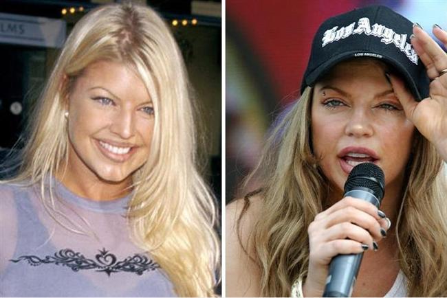 """Artık evli ve çocuk sahibi olsa da Fergie de bir zamanlar kötü alışkanlıklar yüzünden zor dönemler geçirdi. 1992 yılında Wild Orchid grubuyla kariyerine başlayan Fergie, gençlik dönemlerinde bir bağımlıydı. Bir röportajında Wild orchid grubunda görev yaptığı zamanlarda bu alışkanlığa yakalandığını açıklayan Fergie daha sonra tedavi görüp temizlendi.  <a href=  http://foto.mahmure.com/magazin/bazi-ulkelere-girisleri-yasaklanmis-23-unlu_40366 style=""""color:red; font:bold 11pt arial; text-decoration:none;""""  target=""""_blank""""> Bazı Ülkelere Girişleri Yasaklanmış 23 Ünlü"""